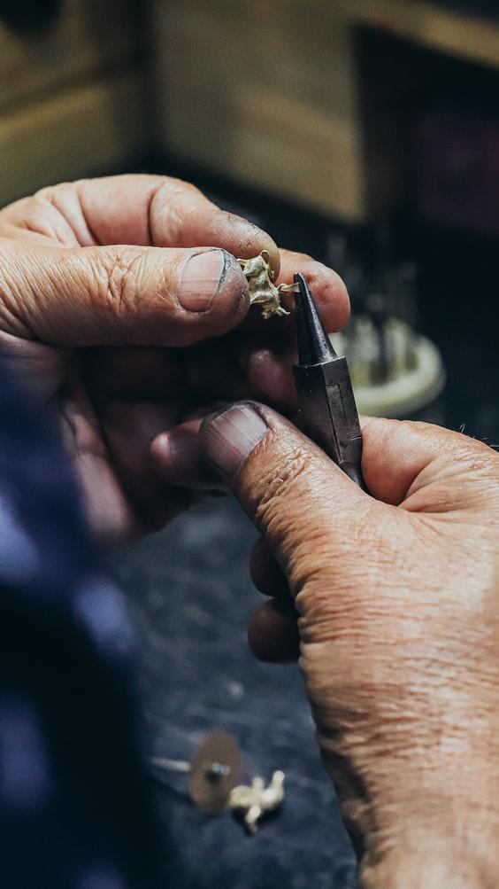 Deux points à prendre en compte avant de choisir un atelier de bijouterie :
